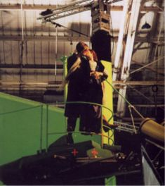 Photo of Behind the scenes for fans of Titanic 8653955 Titanic Photos, Real Titanic, Titanic Behind The Scenes, Titanic Movie Facts, Leo And Kate, Young Leonardo Dicaprio, Kissing Scenes, King Of The World, Movie Couples