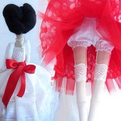 Pin-up bride Monica, lover of peas (70cm) #elkamade #sewing #handmade #doll #tilda #tildadoll #bride #pinup #white #red #tenderness #peas #americanbeauty #lace #tape #heart #тильда #кукла #куклатильда #пинап #невеста #нежность #горошек #белый #красный #ленты #кружево #шитьё