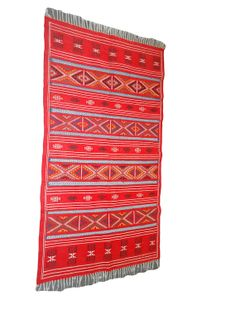 Housse de coussin marocain avec motif berbere brode a la for Tapis berbere avec housse canapé klobo