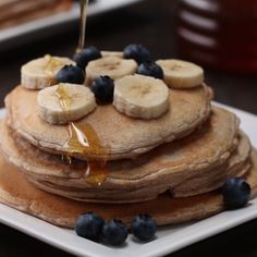 These vanilla protein pancakes are healthy af healthy protein breakfast ide Protein Breakfast, Protein Snacks, Breakfast Recipes, High Protein, Vanilla Protein Pancakes, Healthy Protein Pancakes, Protein Powder Pancakes, Oatmeal Pancakes, Low Carb Recipes