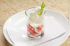 Da Fiore gelato-caffé e cucina (almoço)    Crema di fragole  Gelato de creme de leite batido com morangos frescos