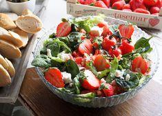 Mansikat ja vesimeloni sopivat täydellisesti kesäiseen fetasalaattiin. Tämän tyylisiä salaatteja me syödään grilliruoan kanssa läpi kesän. Pie… Caprese Salad, Cobb Salad, Salad Recipes, Healthy Recipes, Healthy Foods, Bon Appetit, Food Inspiration, Deserts, Food Porn