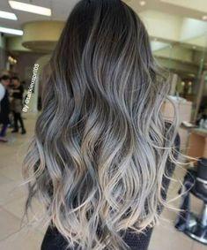 Tendencias en mechas para el cabello, mechas para el cabello, ideas para el cabello, mechas balayage, mechas californianas, mechas texanas, mechas ombre, mechas platinadas, mechas foilyage, mechas flamboyage, mechas de colores, mechas shatush, mechas babylights, tintes para el cadello, wicks for hair, trends for hair, hair #cabello #tendenciaenmechas #mechas Balayage Hair Blonde Ash, Ash Ombre Hair, Ash Grey Hair, Silver Ombre Hair, Ashy Hair, Bayalage, Ombre Haïr, Brown Grey Ombre, Brown And Silver Hair
