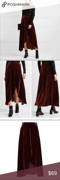 😍IN STOCK!! 😍Sexy Velvet Skirt! Material: Velvet. Color: Burgundy. Size: XS Skirts Maxi