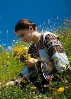 Shade Garden Flowers And Decor Ideas Ukraine, From Iryna Romania People, Romanian Women, Regions Of Europe, Ukraine Women, European Girls, Folk Costume, People Of The World, Traditional Dresses, Beautiful