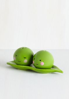 Peas Pass the Salt Shaker Set. These two ceramic green peas go together like salt and pepper! #green #wedding #modcloth