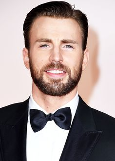 Chris Evans attends the 87th Annual Academy Awards at Hollywood & Highland Center on February 22, 2015 in Hollywood, California.