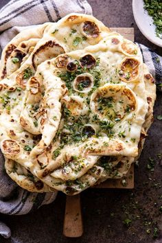 A slight variation on an HBH classic this extra soft doughy chewy naan is brushed generously with caramelized garlic herb butter. So easy make and pretty difficult to mess up you simply cant go wrong with this naan. My Favorite Food, Favorite Recipes, Favorite Things, Garlic Herb Butter, Naan Recipe, Garlic Naan Bread Recipe, Gula, Good Food, Yummy Food