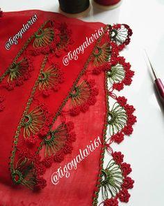 Kırmızı Yeşil Uyumu . #tigoyalari61 #tigoyalari61 #tigoyalari #tigoyasi #tig #tulbentoyasi #oyaörnekleri #oyamodelleri #oyamodelleri… Angel Crochet Pattern Free, Free Pattern, Crochet Patterns, Chrochet, Knit Crochet, Needle Lace, Trends, Diy And Crafts, Knitting