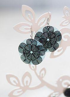 Kupuj mé předměty na #vinted http://www.vinted.cz/doplnky/nausnice/16237018-kytickove-nausnice-s-modrym-podkladem