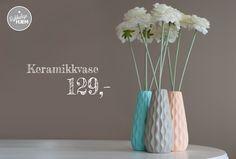 Disse populære vasene er nå på lager i både grå, turkis og fersken! Kjøpes på www.lykkeligehjem.no