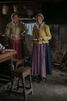 17 Century Village at Plimoth Plantation - Plymouth, Massachusetts 17th Century Clothing, 17th Century Fashion, Historical Costume, Historical Clothing, Historical Romance, Middle Ages Clothing, Plymouth Colony, Colonial America, Ideas