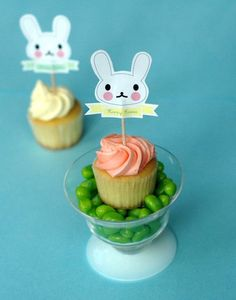 Easter bunny cupcake toppers - turn a plain cupcake into something cute and festive this Easter. These would look cute on straws too!! #CelebrateEasterFoodandTreats