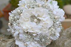 Strass de pivoine et bouquet de mariée mariage broche par Noaki, $300.00