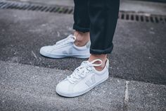 New sport shoes. Basket Veja, Veja Esplar, Ethical Shoes, Chill Outfits, Minimalist Wardrobe, Men S Shoes, Nike Sneakers, New Wardrobe, White Shoes