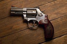 Smith & Wesson 686 Revolver .357 Magnum Find our speedloader now! http://www.amazon.com/shops/raeind