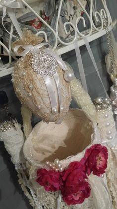 Oeuf décoratif tulle brodé de dentelle anciennes Or inspiration très shabby chic : Accessoires de maison par romantic-story