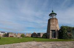 En el interior del Castillo de San Antón hay hasta un pequeño faro | C.Jordá