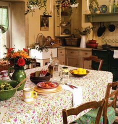 Cozy farmhouse Kitchen: more material, more plants, more iron pans, some nice green somewhere . . .