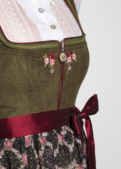 Oktoberfest Outfit, Classic Wardrobe, Classic Outfits, German Fashion, Embroidered Clothes, Fashion History, Traditional Outfits, Aesthetic Clothes, Vintage Dresses