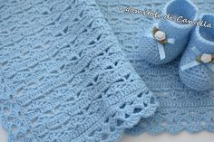 Con un bel filato soffice e sottile, ho realizzato questacopertina a uncinetto per bimbo, a cui ho abbinato delle piccole scarpine. Crochet Baby Shawl, Crochet Bikini Pattern, Crochet Bebe, Crochet Blanket Patterns, Knit Crochet, Handmade Baby Blankets, Knitting, Creative, Blog