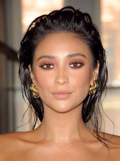 #ShayMitchell giving us #makeupglow. #2020AVE