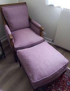 """Les Belles Assises - Réfection de l'assise de cette Bergére de style """"Louis XVI"""" et recouverture du dossier et du repose pied. Tissu de chez """"Kirby Design"""". Finition cloutée."""