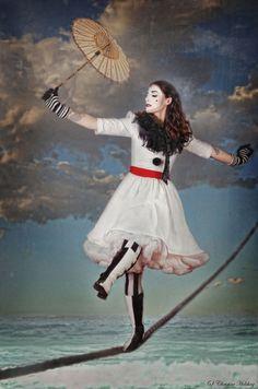 The Night Circus. Circus Fashion, Fashion Art, Circus Aesthetic, Fun Party Themes, Pierrot, Circus Art, Undertale Cute, Night Circus, Send In The Clowns