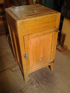 Geladeira de madeira dos anos 40 já restaurada
