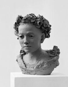 bust of a young woman with curly hair Nicola Hicks is an English sculptor, born 1960 Sculpture Head, Sculptures Céramiques, Ceramic Figures, Ceramic Art, Chelsea School Of Art, Ceramic Sculpture Figurative, 3d Portrait, Traditional Sculptures, Sculpture Techniques
