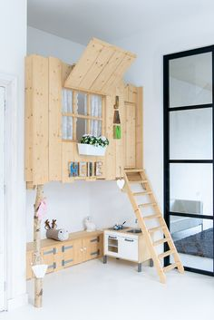 Cool loft beds for the kids room- Coole loft-Betten für das Kinderzimmer Cool loft beds for the kids room - Girls Bedroom, Bedroom Corner, Childs Bedroom, Kid Bedrooms, Girl Rooms, Cool Loft Beds, Kids Bunk Beds, Kid Spaces, Kids Decor