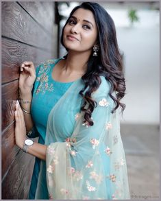 6 Looks Of Actress Priya Bhavani Shankar That Are Perfect For Bridesmaids! Beautiful Girl Photo, Beautiful Girl Indian, Beautiful Saree, Beautiful Indian Actress, Beautiful Actresses, Gorgeous Women, Beautiful Outfits, Priya Bhavani Shankar, Indian Actress Photos