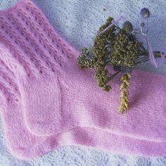 """Носочки """"Зефирная нежность"""" Очень мягкие,  немного пушистые, нежнейшие носочки бледно- розового цвета с ажурной резинкой с удовольствием проведут время на Ваших ножках у камина загородного дома💜💜💜 Подробная информация о носочках на ryzhijkotejka.livemaster.ru  #ryzhijkotejka  #knittedsocks#handmade#mskhandmade#носочки#купитьносочки#ярмаркамастеров#homesocks#носки#теплыеносочки#knitting#knittedsocks#instacool#wool#winter…"""