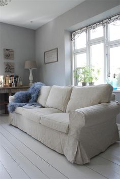 linen sofa when my kids are older and wont ruin it