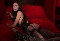 The Love Witch is a 2016 horror-thriller film written and directed by Anna Biller Horror Movies On Netflix, Best Horror Movies, Scary Movies, The Love Witch Movie, Samantha Robinson, Jungian Archetypes, Modern Day Witch, Witch Wallpaper, Female Directors