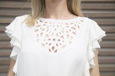 Look total white - AMISSIMA Verão 2016 - Blusa branca de recortes e babados na manga com calça alfaiataria risca-de-giz!