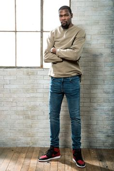 Kevin Durant - Poses for All-Star photoshoot on Looklive Short Outfits, Outfits For Teens, Casual Outfits, Grunge Outfits, Kevin Durant, Durant Nba, Winter Outfits, Summer Outfits, Jordans Girls