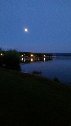 Mond über dem Bodensee Hafenmole Radolfzell