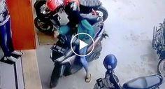 Mulher Excessivamente Cautelosa Precisou De Manobrar Scooter 41 Vezes Para Sair Do Estacionamento