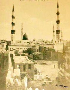 An old photo of Madinah Old Pictures, Old Photos, Al Masjid An Nabawi, Islamic Studies, Arabic Art, Madina, Saudi Arabia, Paris Skyline, Taj Mahal