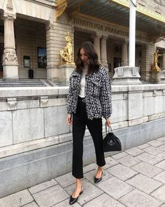 Ideas How To Wear Denim Jacket Minimal Chic Daily Fashion, Work Fashion, Winter Fashion Outfits, Autumn Winter Fashion, Fall Outfits, How To Wear Denim Jacket, Style Minimaliste, Vogue, Mode Chic
