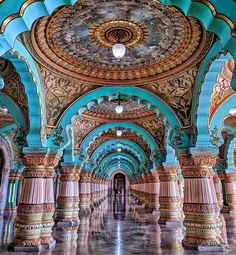 Public Durbar Hall in Mysore Palace, Karnataka, India Mosque Architecture, Art And Architecture, Beautiful Architecture, Beautiful Buildings, Beautiful Mosques, Beautiful Places, Beautiful Pictures, Mysore Palace, India Palace