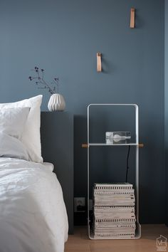 stala_woodrack_yopoytana4 Bedroom Storage, Interior Design Inspiration, Modern Bedroom, Beds, New Homes, Table, House, Furniture, Home Decor