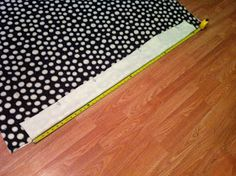 Nest and Nibble: Easy No-Sew Fleece Tie Blanket Tutorial Diy Throw Blankets, Fleece Tie Blankets, Fleece Blanket Edging, Blanket Sizes, Fleece Projects, Sewing Projects, Doll Quilt, Sewing Pillows, Sewing Hacks