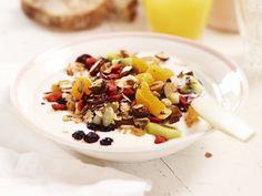 Müsli med nötter och torkad frukt