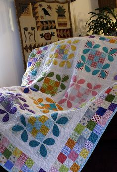Honey Bee quilt with patchwork border
