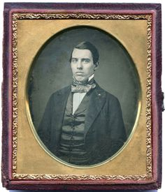 1-6-PLATE-DAGUERREOTYPE-PHOTO-PORTRAIT-OF-A-YOUNG-HANDSOME-MAN