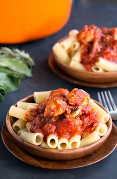 Easy Chicken Cacciatore Recipe   http://www.ihearteating.com   #30minutemeal