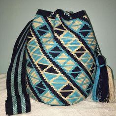 Inspiration Tapestry Bag, Tapestry Crochet, Tribal Patterns, Crochet Patterns, Mochila Crochet, Old Jeans, Drawstring Backpack, Bucket Bag, Handbags