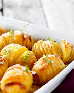 Hasselbackan perunat | Meillä kotona Vegetable Salad, Vegetable Recipes, Work Meals, Easy Meals, Baker Recipes, Cooking Recipes, Food Porn, Salty Foods, Food Inspiration